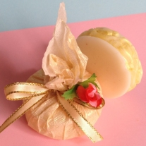 elegant round soap wedding favour