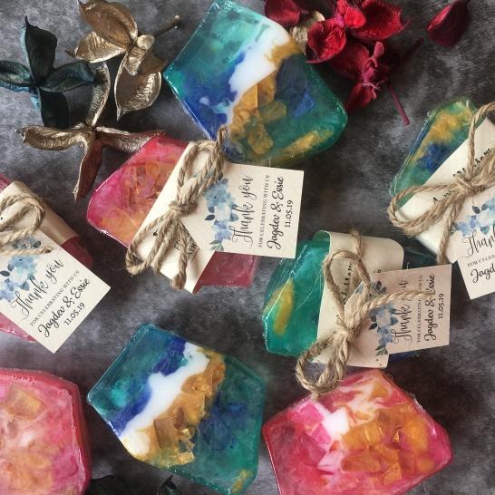 Door gift perkahwinan, gemstone soap